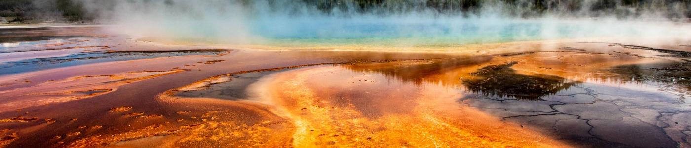 Photo: geyser within mountain range